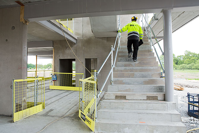 stairs_safetyrespect_3406